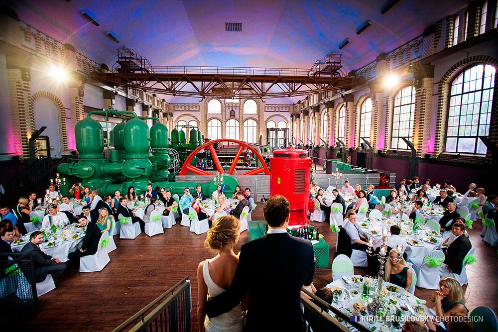 Gäste auf der Hochzeitsparty